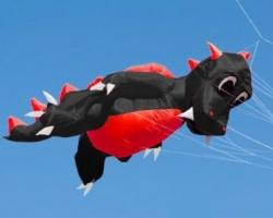 Fauchi XL Körper schwarz, Bauch rot, Zacken und Flügel rot