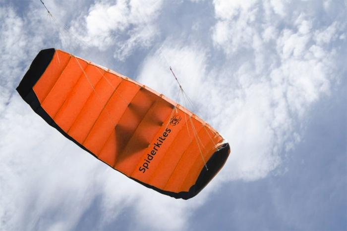 Amigo 1.35 orange, with hand straps