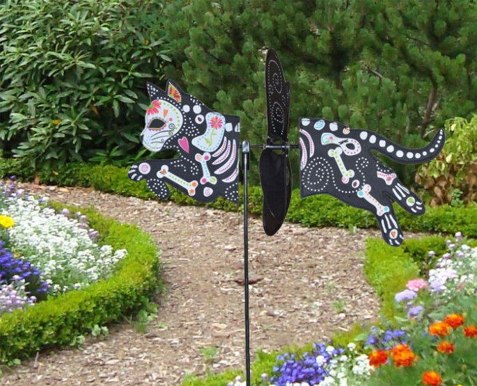 Petite windmill Day of the Dead Cat